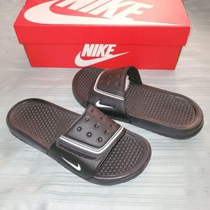 🆕 Boys Girls Nike Black Slides Youth Sz 6Y